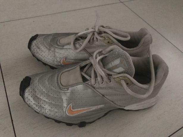 Nike sportowe srebrne 38