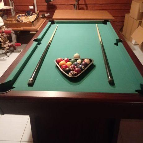 Stół bilardowy w dobrym stanie