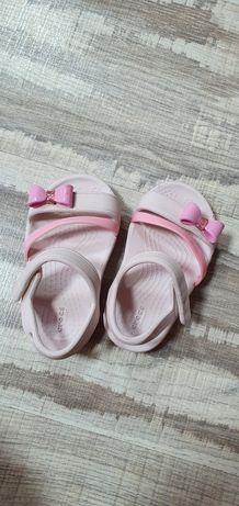 Босоножки  розовые на девочку crocs c 5
