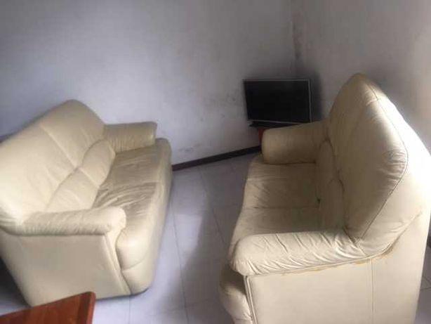 2 sofas usados com marca de uso mas em bom estado