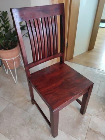 Piękne drewniane stylowe krzesła