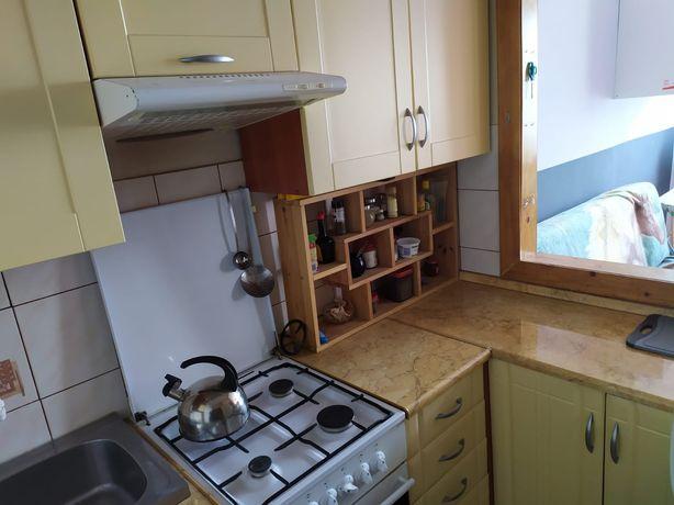 Zestaw mebli kuchennych z wyposazeniem, lodówka, kuchenka, mikrofala