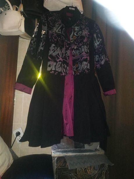 Пальто женское очень стильное!на спине надпись все рис блестятразмер S