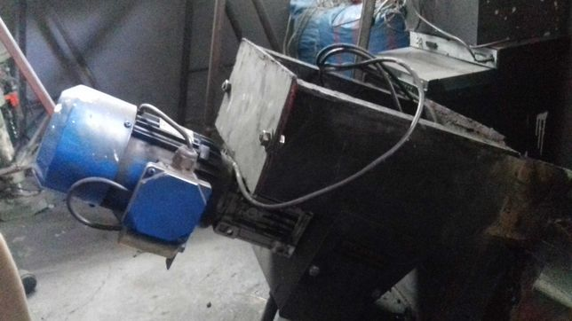Podajnik szufladkowy do pieca CO ekogroszek