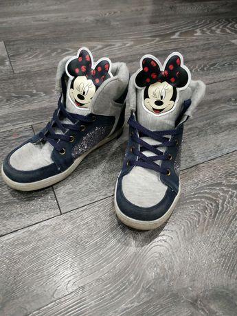 Детские кеды, босоножки и ботинки.