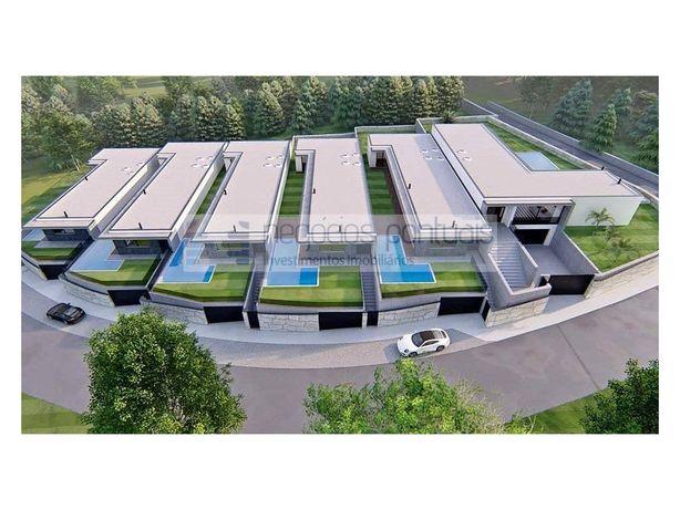 Moradia térrea T4 nova em construção em Adaúfe com piscina