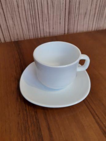 Чашки белые из стекло керамики