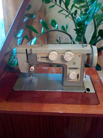 Швейная машина Подольск-142
