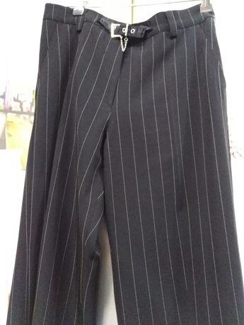 Vendo calças novas sem etiqueta pretas às riscas muito lindas