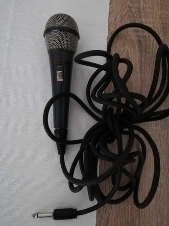 Dwa mikrofony przewodowe