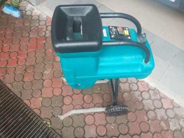 Maszyna do rozdrabniania / Gałęziarka - sprawa w stanie bardzo dobrym