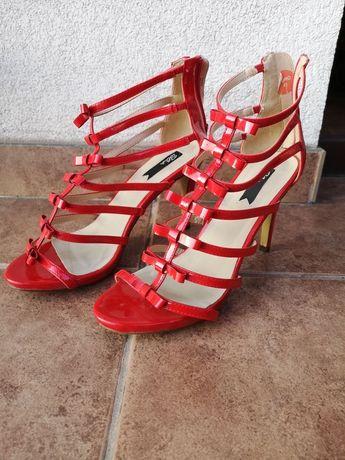 Piękne czerwone sandały na szpilce rozm 41