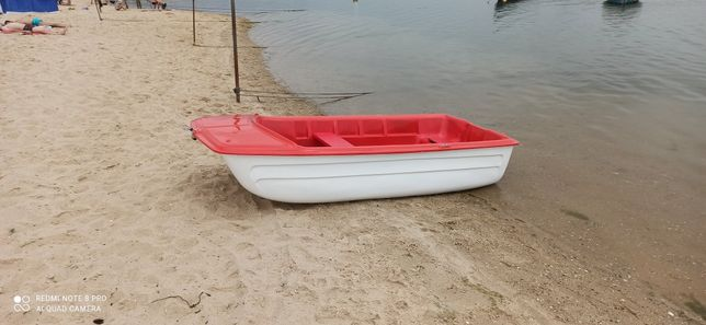 Barco catamarã em fibra