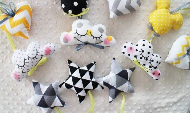 Zawieszki do karuzeli zabaweczki kontrastowe dziewczynki Montessori