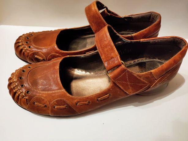 Коричневые туфли босоножки с маленьким каблуком 2 см 23,5 см на низком