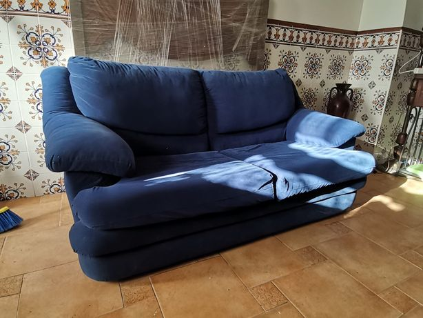 Sofá de veludo azul