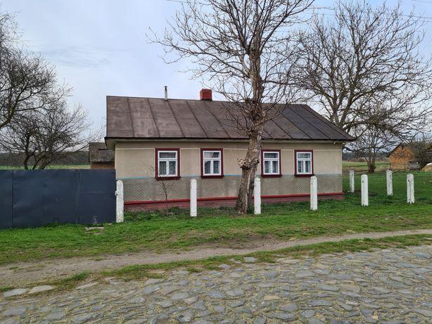 Будинок у селі Хотин Радивилівського району