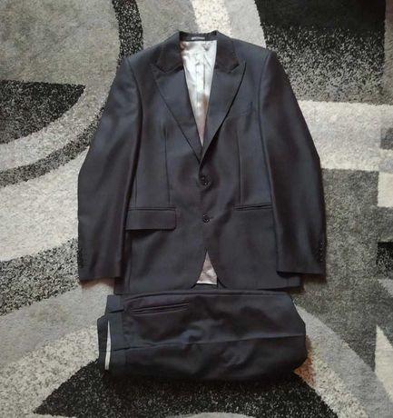 Czarny garnitur męski (marynarka + spodnie)