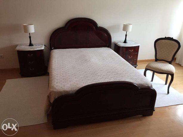 Mobilia de quarto em mogno