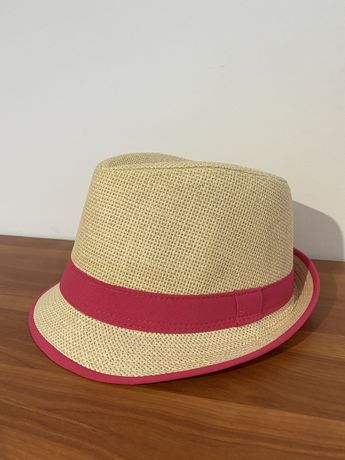 Chapéu de palha com rebordo rosa