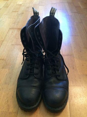 """Botas tipo """"Dr Marten"""" e Sapatos Clássicos marca """"Vegetarian Shoes"""""""