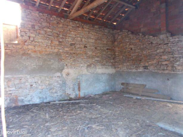 3 palheiros em pedra p/ recuperar em 1.756 m2 de terreno