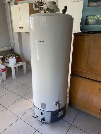 Grzejnik wody zbiornikowy gazowy