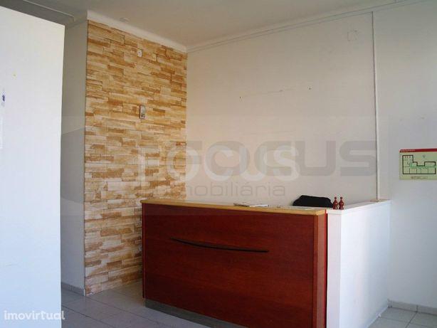 Loja para arrendamento no centro de Oliveira do Bairro