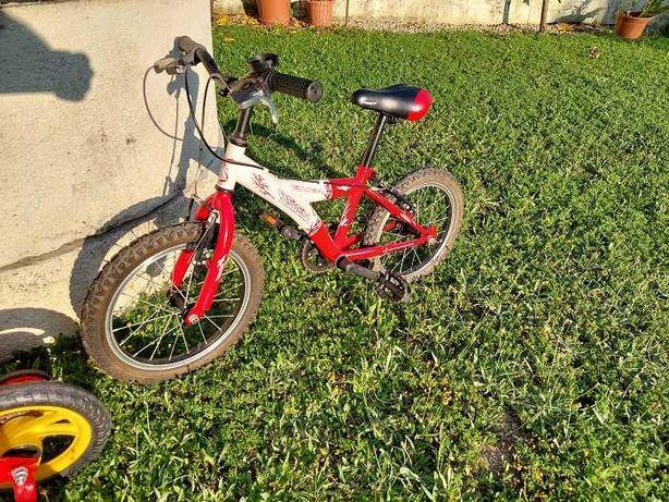 Bicicleta grande e bicicleta pequena