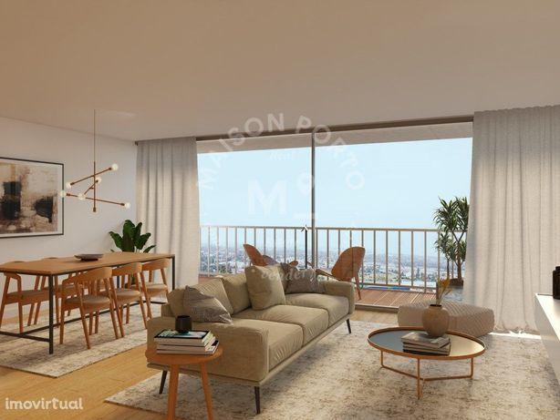 Apartamento T3 com Varanda em Condomínio Privado com Pisc...