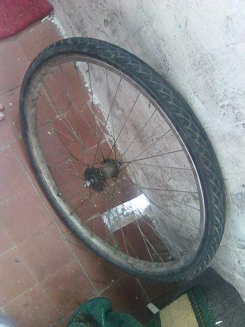 Продам заднє та передне колесо велосипеда від України