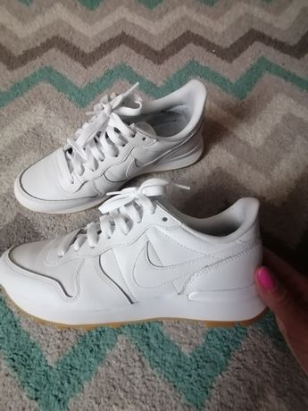 Białe buty NIKE_NV5 INTERNATIONALIST skóra 38 1/2