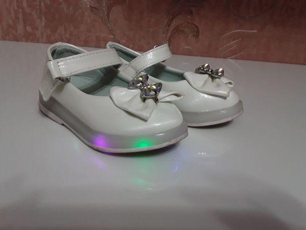Туфлі на дівчинку .