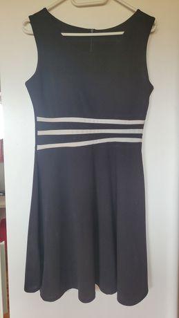 Czarna sukienka z białymi paskami S