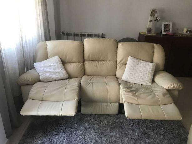 Vendo sofá 3 lugares (2 com relax)