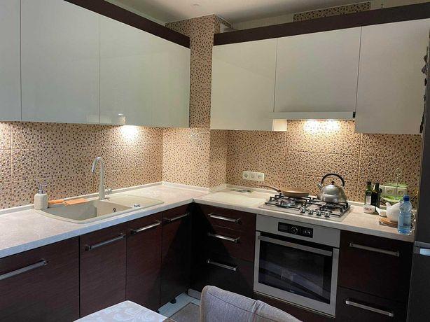 Продам 3х комнатную улучшенку с ремонтом в 522 м-р IN