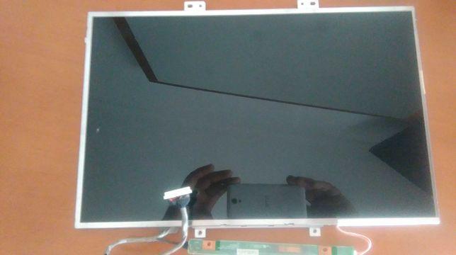 LCD B154EW08(estava num Acer)