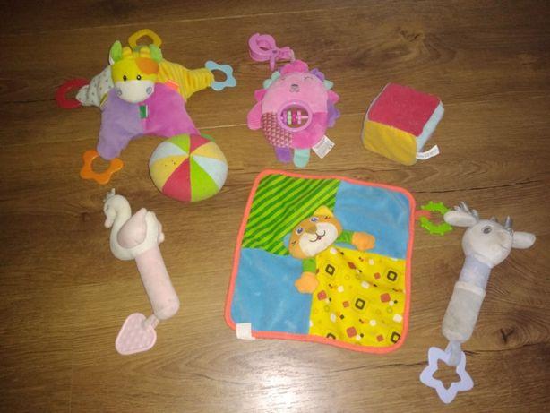 Zabawki, grzechotki pluszowe