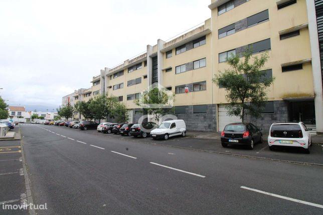Apartamento de 3 Quartos - São José - Ponta Delgada