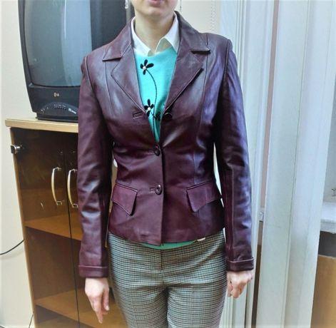 Классическая женская куртка-пиджак, в идеальном состоянии, размер М