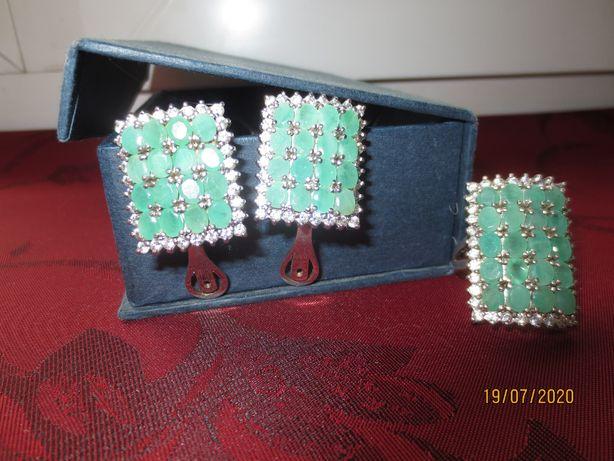 Серьги и кольцо, серебро родированное с натуральными изумрудами