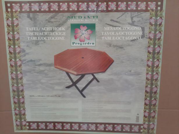 Mesa de jardim octogonal em madeira