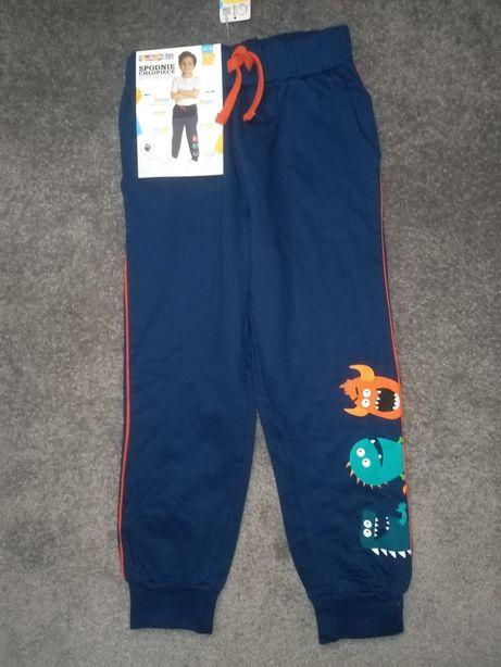 Nowe spodnie dresowe 122-128 cm