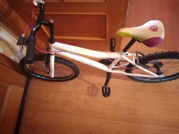 Bicicleta de rapariga como nova