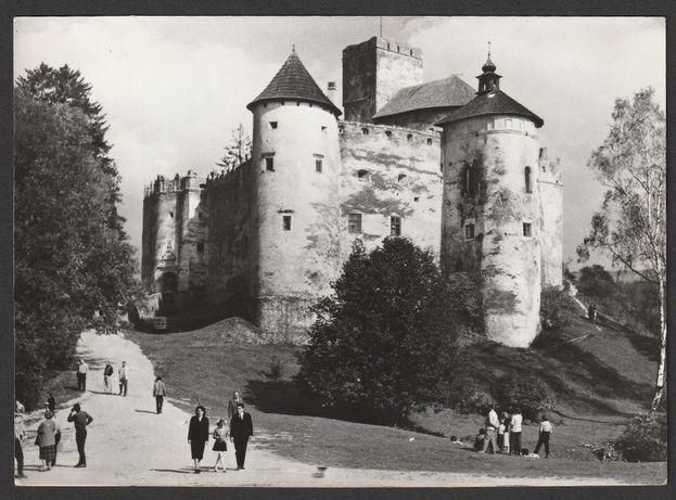 pocztówka - Niedzica 1969 - zamek nad Dunajcem - turyści
