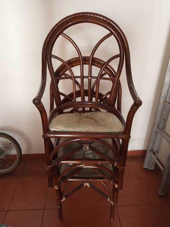 Cadeiras em bambú em bom estado, para restaurar os assentos