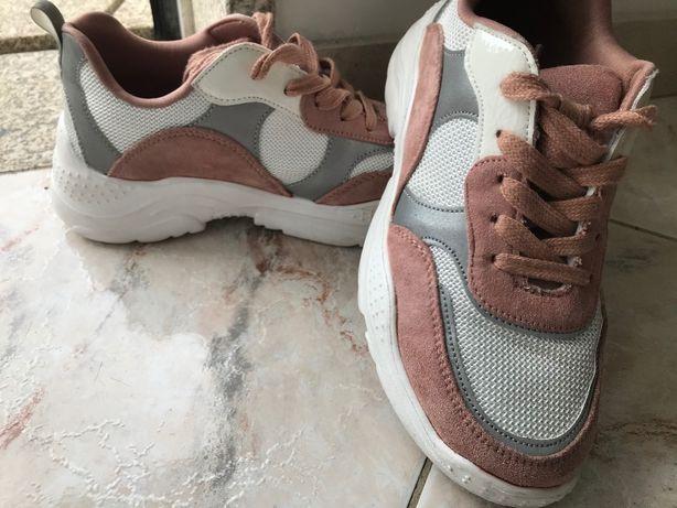 Sapatilhas rosa e branco