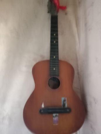 Продается гитара в рабочем состоянии