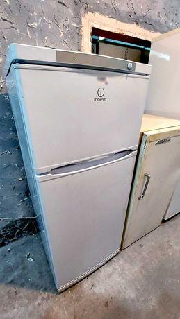 Холодильник с верхней морозилкой б/у. Город Києв