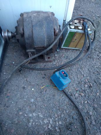 Елек.Двигун ,3.5кв. 3000 об.220/380кв.+кондесатори кнопка кабель.на др